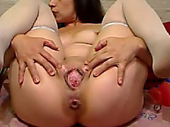 Colombian bitch masturbating with glass and broken ass