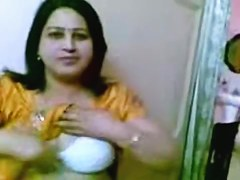 Vikas Nagar Aunty Shows Her Whoppers